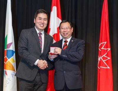 加拿大多伦多华助中心主席喜获国会议员颁发社区奖